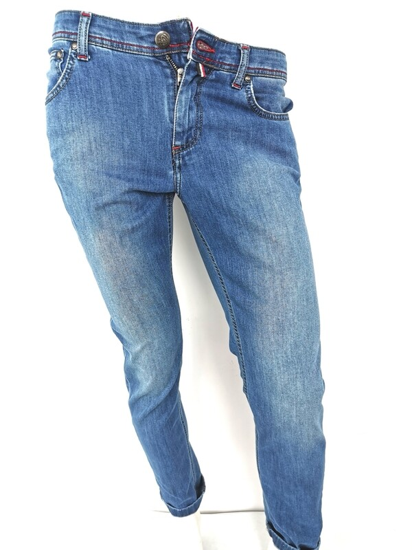 Super slim jeans in thin denim