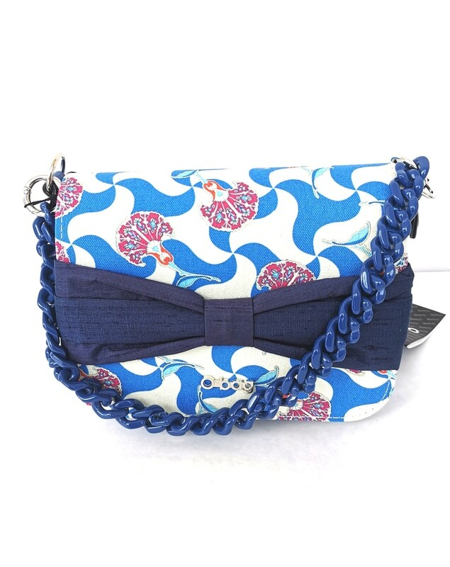 O bag pocket with flap and bow