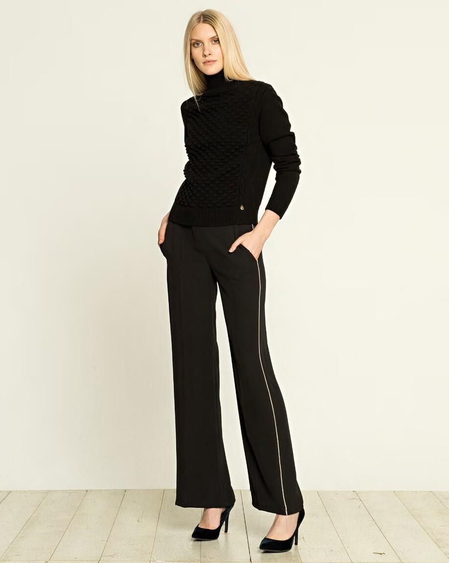 Pantalone svasato con profilo