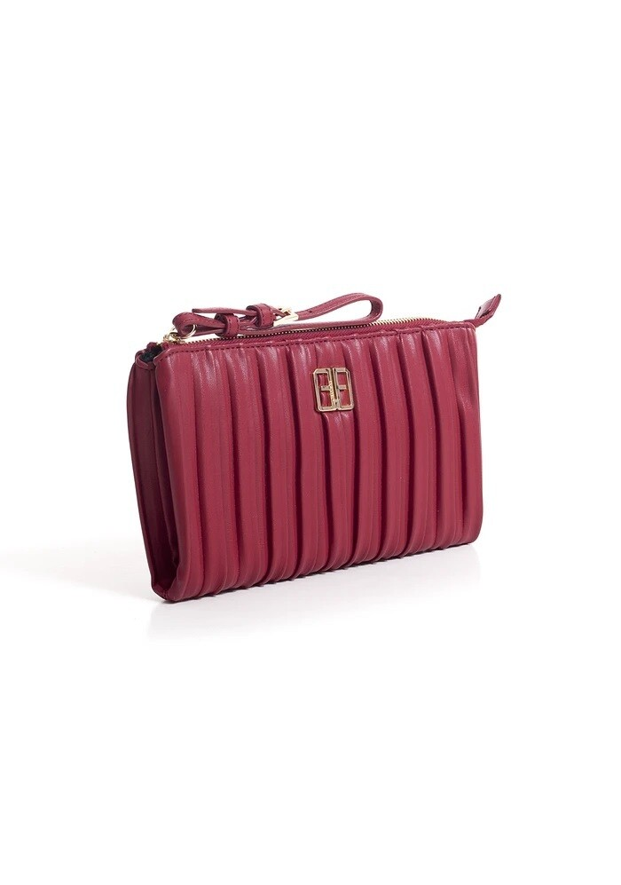 Regular clutch bag in embossed eco leather with logo.