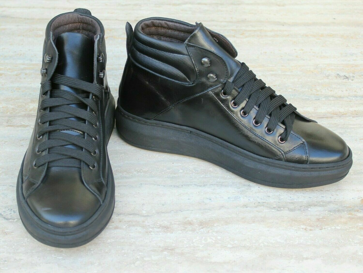 Leather sneakers with stitched sole