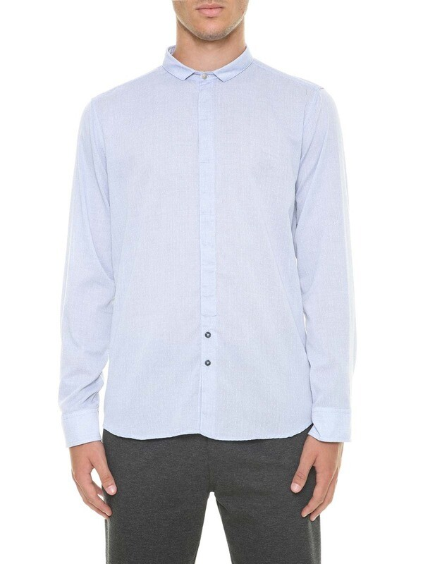 Shirt with small collar