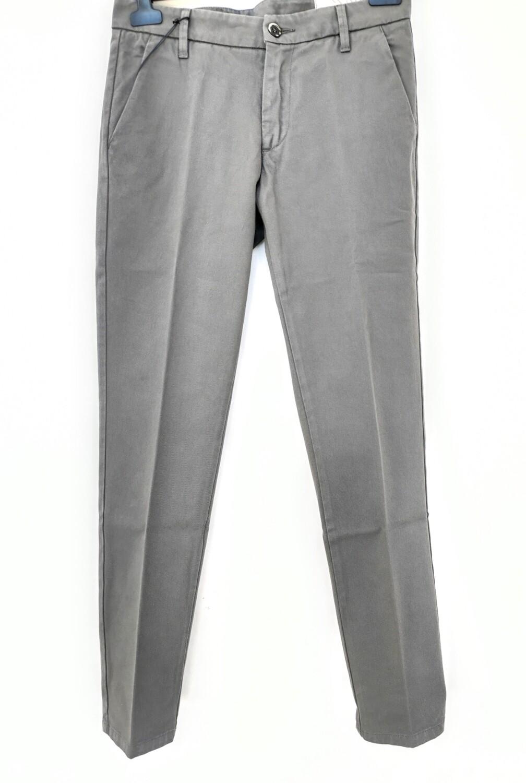 Pantalone chino slim fit in gabardina