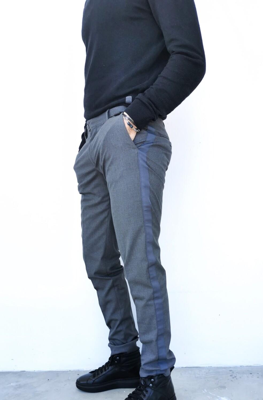 Pantalone chino con banda laterale