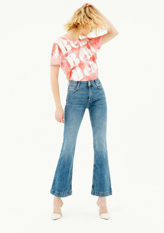 Jeans bootcut con lavaggio medio