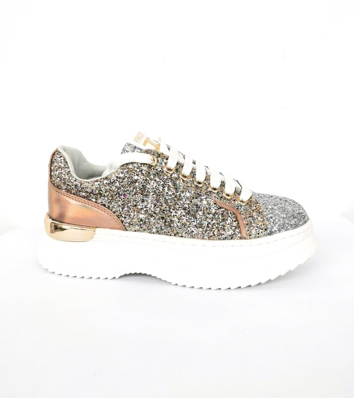 Lace-up sneakers with high sole and glitter