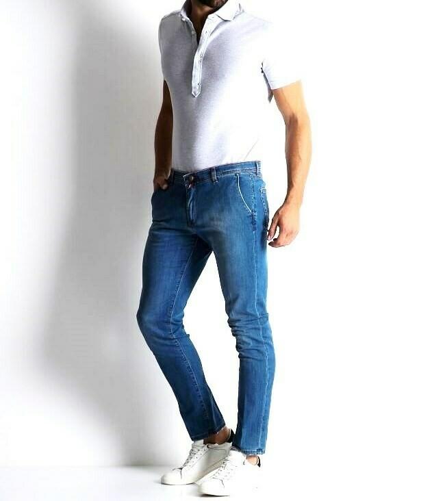 Jeans slim fit in denim stretch con lavaggio medio