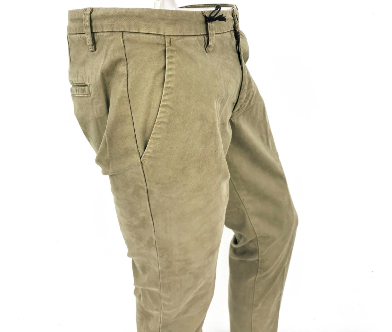 Pantalone skinny chino in gabardina