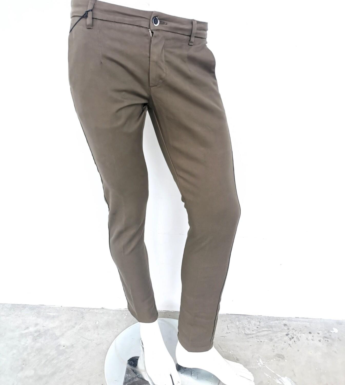 Pantalone chino skinny in gabardina
