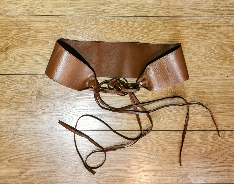 Cintura fusciacca in eco pelle con laccetti