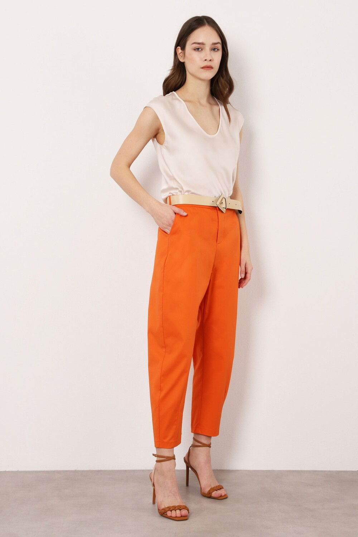Pantaloni curved line a vita alta
