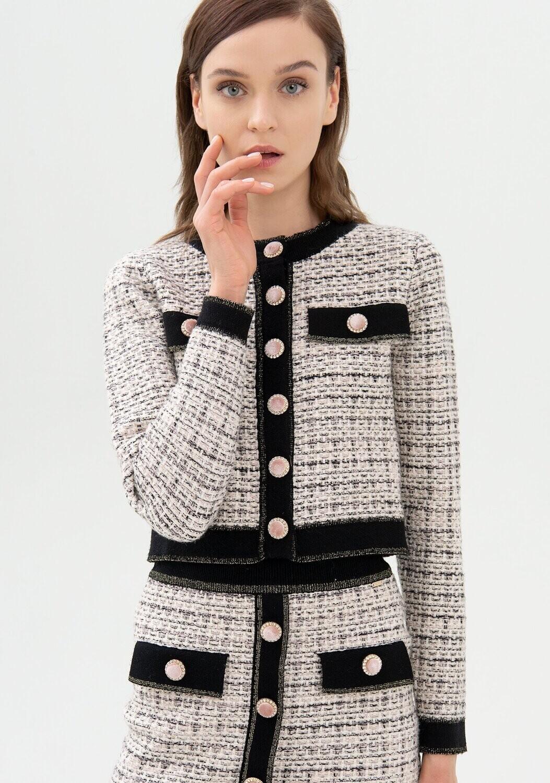 Giacchino in tweed con bottoni gioiello