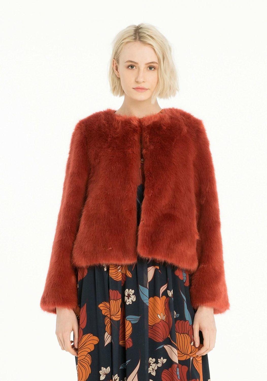 Giacca in eco-pelliccia