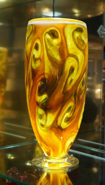 Vase, by Daniel Vargas