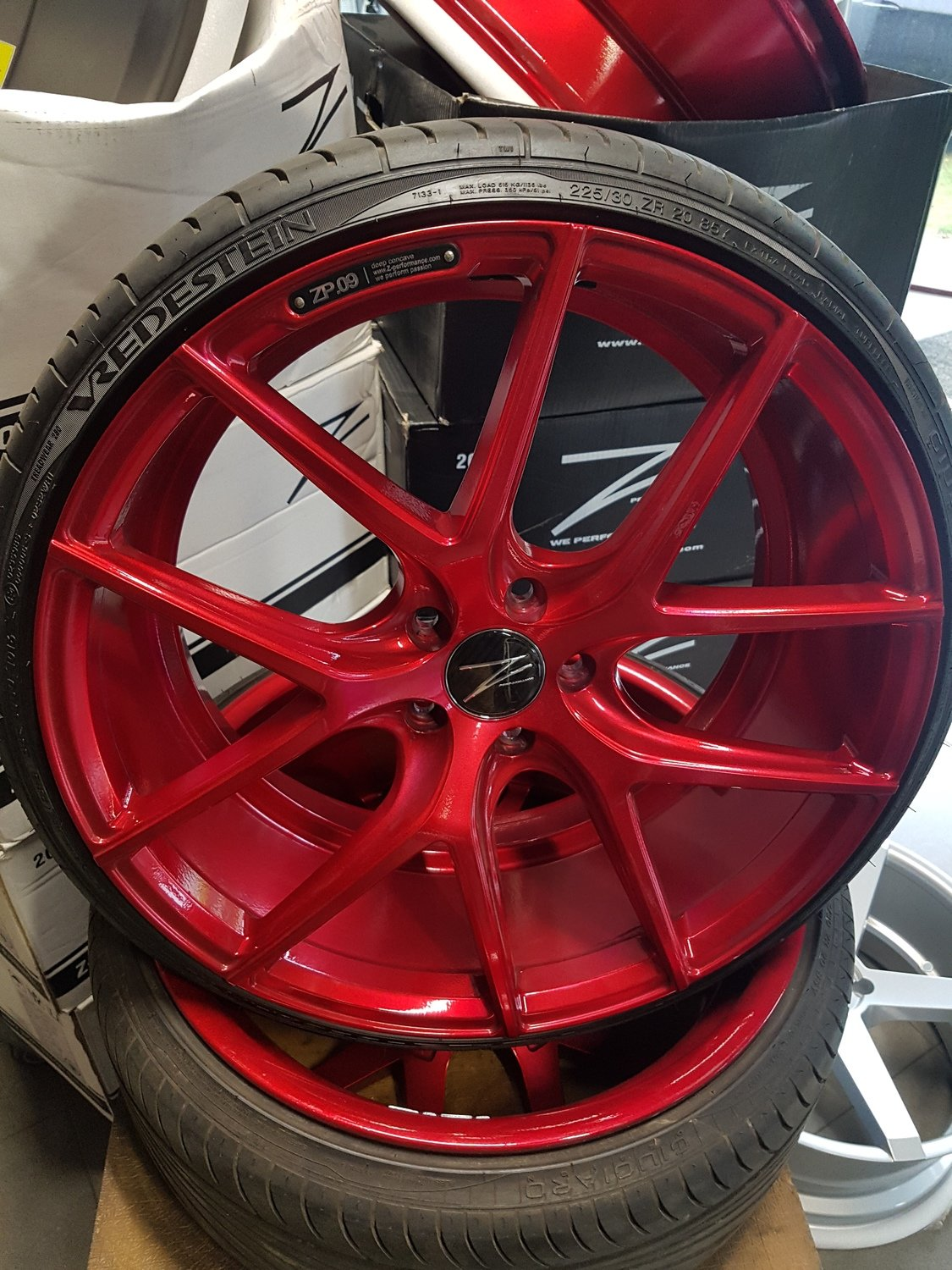 DEMO setje ZP.09 5x112 8,5x20 Et45 Candy red incl 225/30-20 Vredestein Sessanta banden