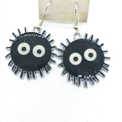 Soot friend with spiky silver edge earrings