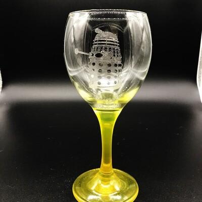 Etched 10oz wine glass with yellow stem - Dalek
