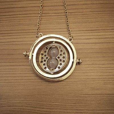 Hourglass necklace - natural