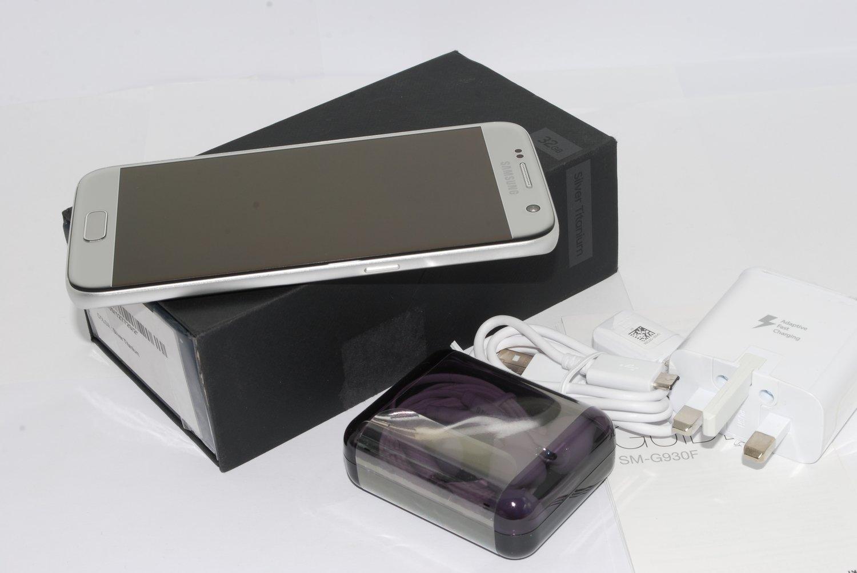 Samsung Galaxy S7 SM-G930F 32GB SILVER Unlocked Smartphone UK STOCK