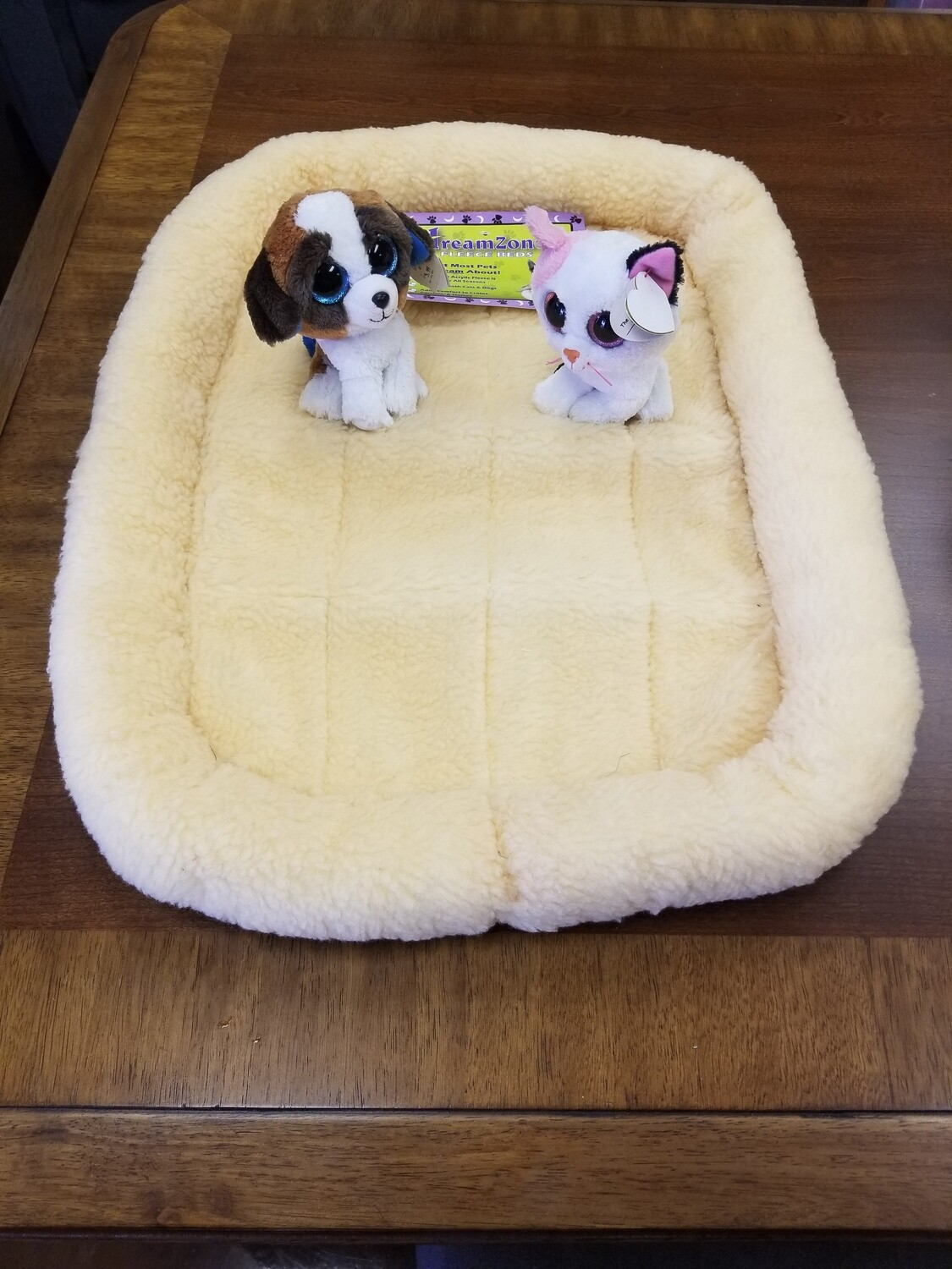 """**ONLY A FEW LEFT...ORDER TODAY** DREAM ZONE FLEECE SOFT BEDDING PALE YELLOW 24"""" X 19"""""""