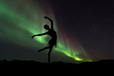 Ballerina Northern Lights - Full Drill Diamond Painting - Specially ordered for you. Delivery is approximately 4 - 6 weeks.