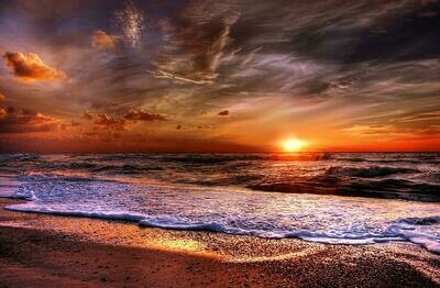 Beach And Clouds at Sunset - Full Drill Diamond Painting - Specially ordered for you. Delivery is approximately 4 - 6 weeks.