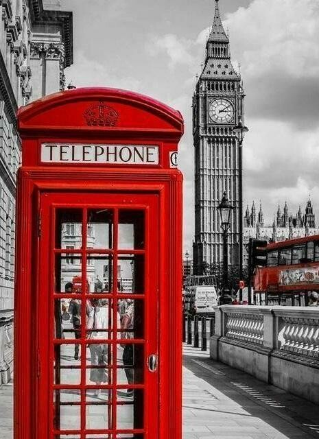 Red Telephone Box - Full Drill Diamond Painting - Specially ordered for you. Delivery is approximately 4 - 6 weeks.