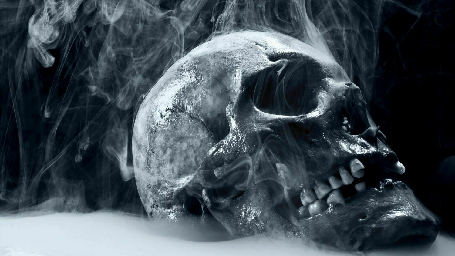 Smoke Skull - Full Drill Diamond Painting - Specially ordered for you. Delivery is approximately 4 - 6 weeks.