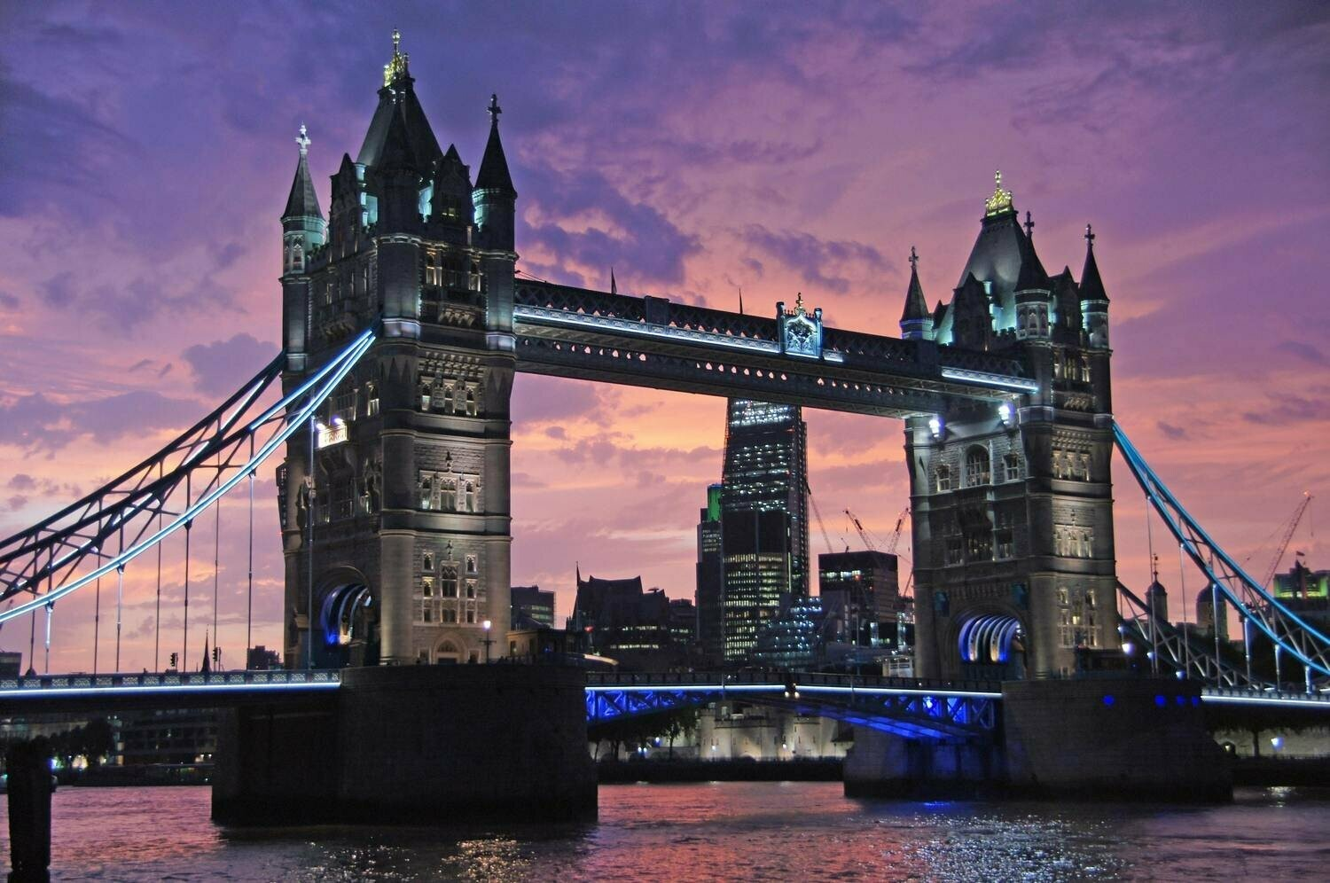 Tower Bridge - Full Drill Diamond Painting - Specially ordered for you. Delivery is approximately 4 - 6 weeks.