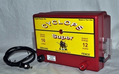 Cyclops SUPER, Plug-in/AC Powered, 12 Joule Electric Fence Charger - Up to 200 Acres