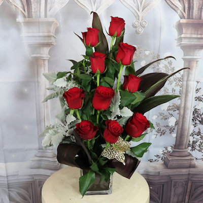 10 Red Roses in Glass Cube