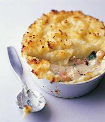 FISHERMAN'S PIE - Norwegian Salmon & Nth Atlantic Cod flaked into a creamy sauce with garden peas, shrimps and complementing herbs. Piped mashed potato and cheddar cheese on top to finish.