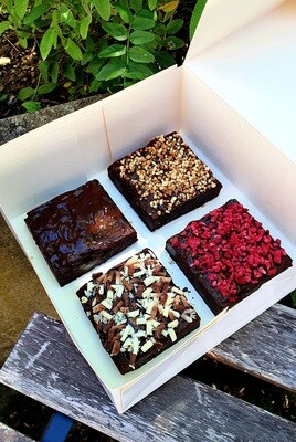 BROWNIE -  Quality Brownies layered with Chocolate Ganache and toppings. We personalize, just let us know in the comments section upon check. Raspberry, Nuts or Chocolate shavings.
