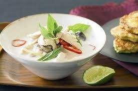 SPICY THAI CHICKEN PIE - Fresh ginger, Lemongrass, Spring Onions, Red Chilli, Garlic, Coconut milk and Swiss Chicken combined in a creamy spicy sauce. Hot!