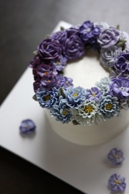 Edge Flowers Butter Cream Cake