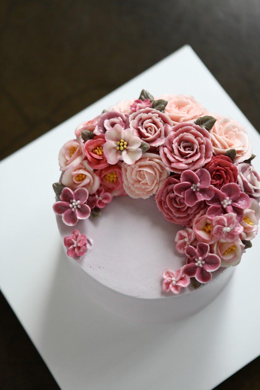 Crescent Flowers Butter Cream Cake