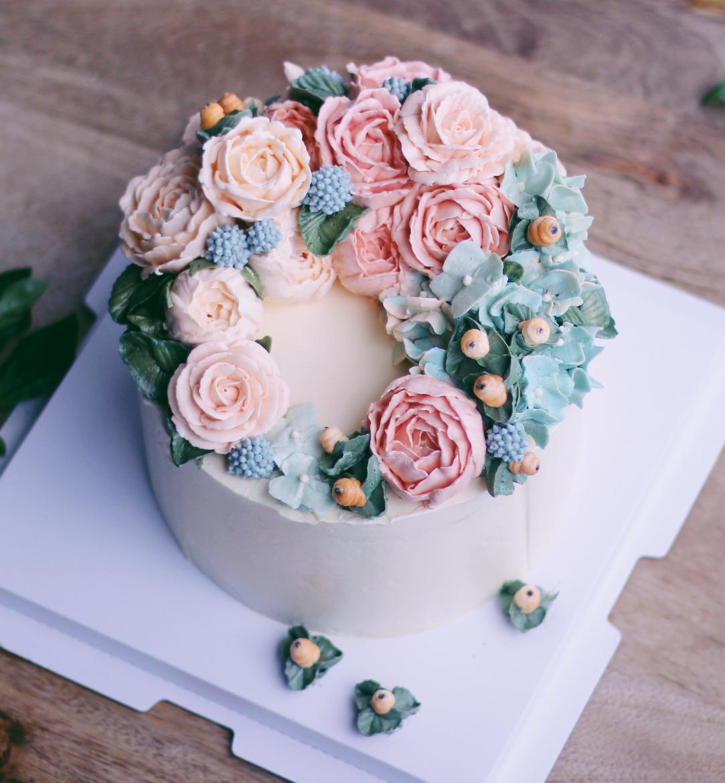 Full Moon Butter Cream Flower Cake