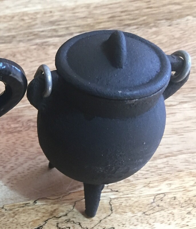 Cast iron 8cm  cauldron incense burner