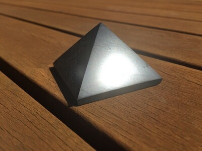Shungite pyramid 50mm
