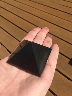 Shungite pyramid 40mm