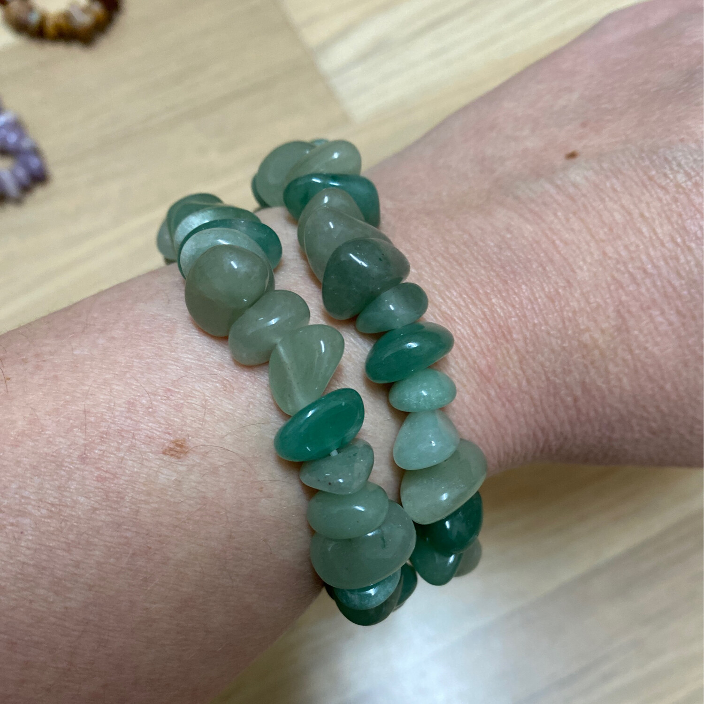 Polished Chip Bracelet: Green Aventurine