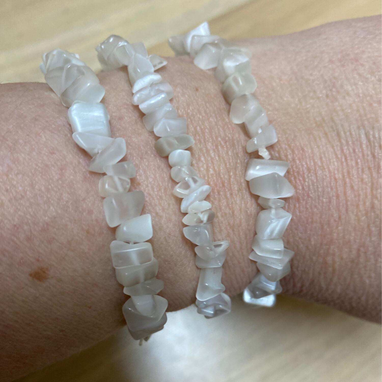 Chip Bracelet: White Cat's Eye