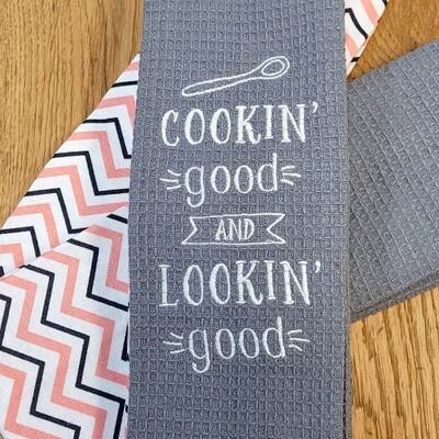 'Cookin' Good and Lookin' Good' Kitchen Boa®