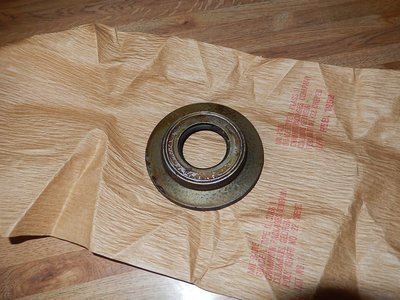 2.5 ton inner front axle seal with retainer 8738032