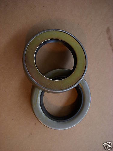 2.5 TON M35A2 NEW PAIR OF FRONT AXLE SEALS 7521789