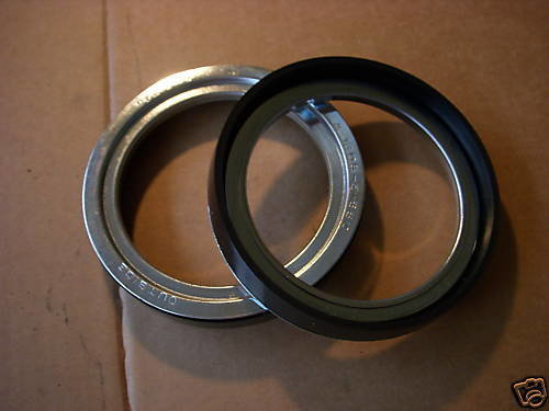 2.5 TON M35A2 NEW PAIR OF AXLE SEALS 7521649