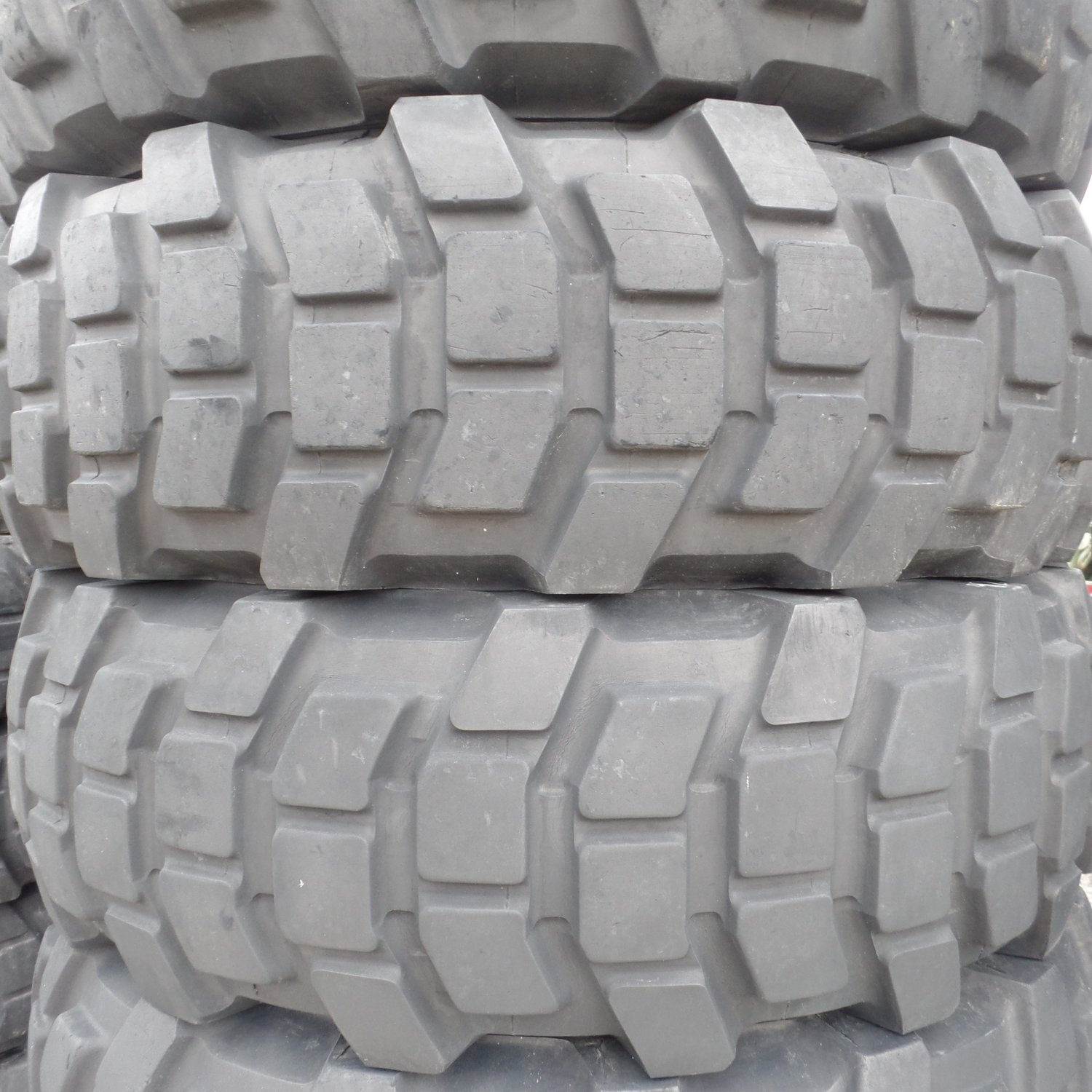 Michelin 1400 r 20 XL tires around 50% Tread