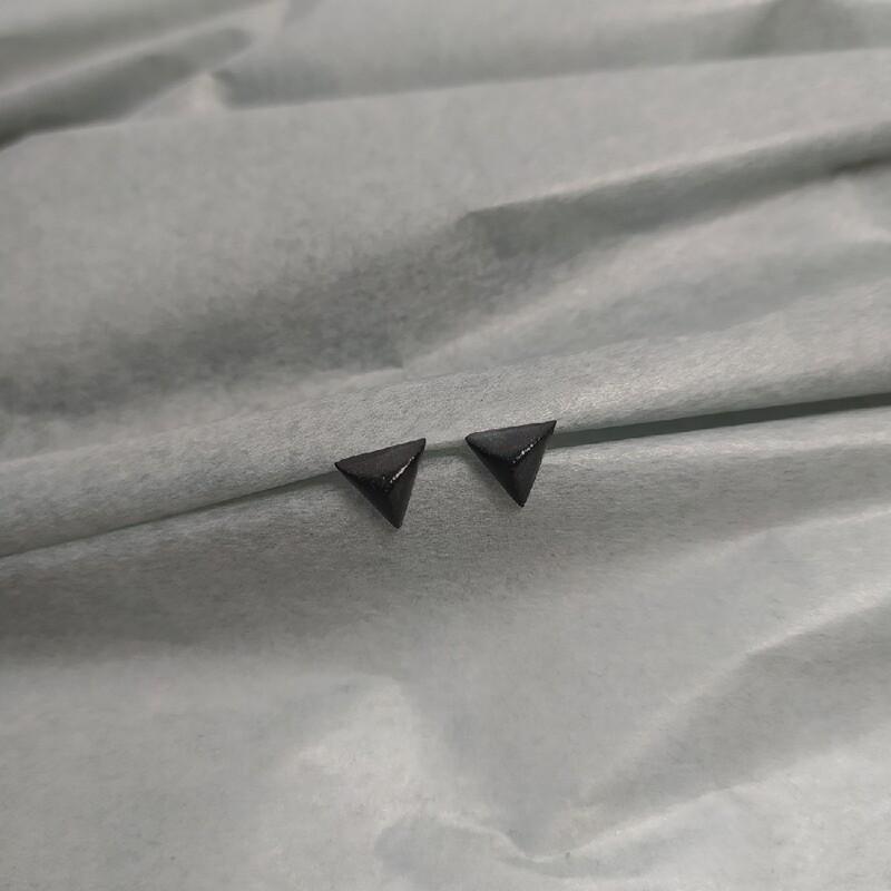 Kolczyki, trójkąty, czarne