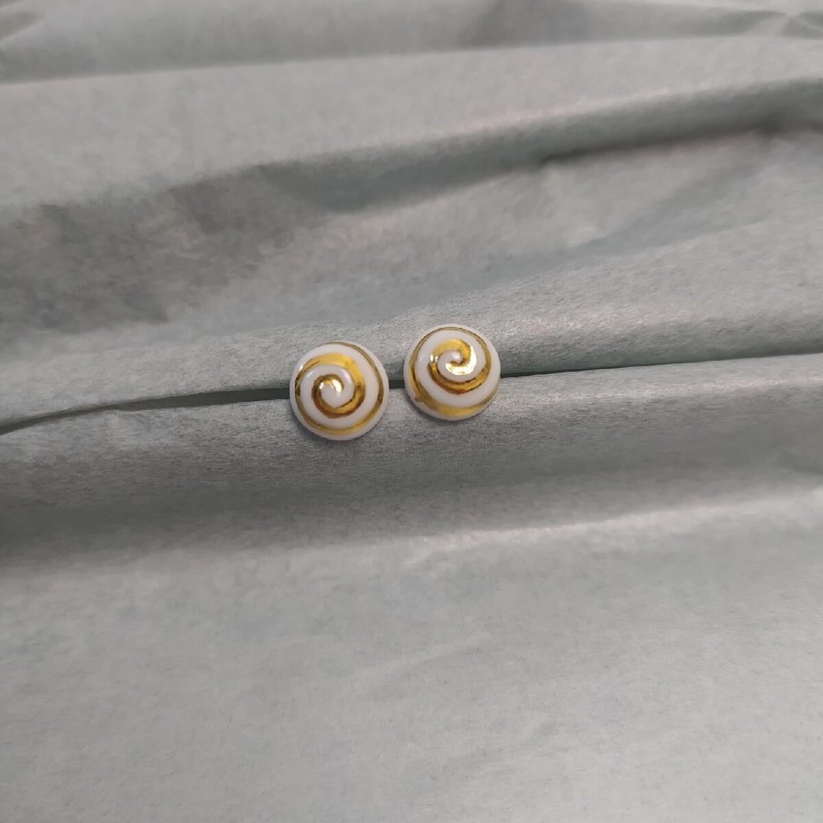 Kolczyki, spirala, białe