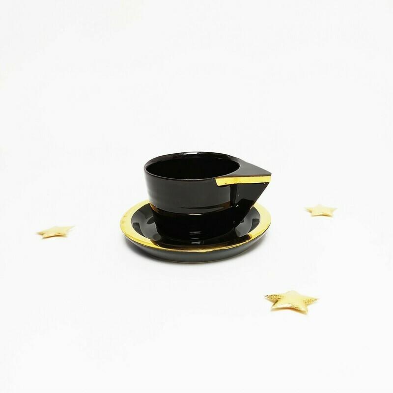 Filiżanka espresso, czarna, złocona